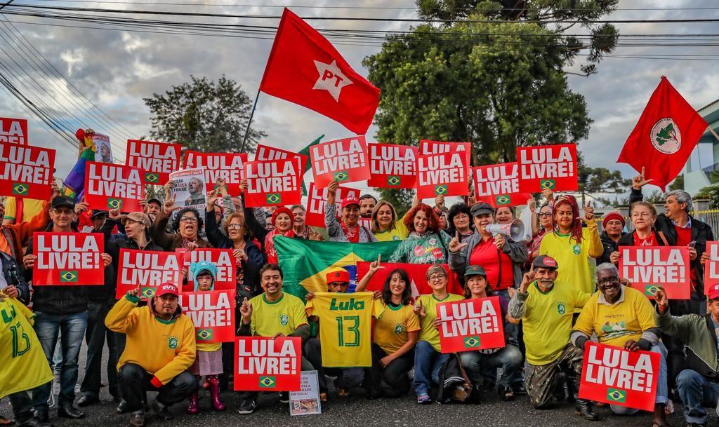 PT insiste em Lula candidato. Veja quem ganha e quem perde com esse discurso